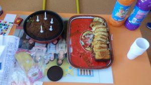 Evan, Kloé, Phoebe et Nancy ont préparé leur gâteau avec Sylvie
